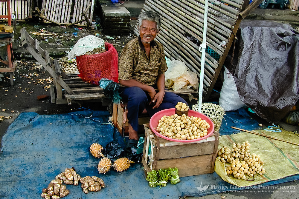 Indonesia, Sulawesi, Manado. The market in Manado harbour. Old man at the market.