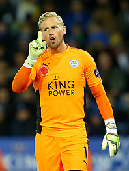 Kasper Schmeichel of Leicester City cuts a frustrated figure - Mandatory by-line: Robbie Stephenson/JMP - 29/10/2017 - FOOTBALL - King Power Stadium - Leicester, England - Leicester City v Everton - Premier League