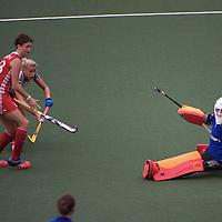 DEN HAAG - Rabobank Hockey World Cup<br /> 29 Germany - England<br /> Foto: Maddie Hynch stoppes Kristina Hillmann.<br /> COPYRIGHT FRANK UIJLENBROEK FFU PRESS AGENCY