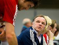 ARNHEM -  Hurley coach Peter Jonker .De mannen van Hurley tijdens de eerste dag van de zaalhockey competitie in de hoofdklasse, seizoen 2013/2014. FOTO KOEN SUYK