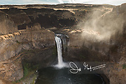 The Palouse river cascades over the waterfall at Palouse Falls State Park.