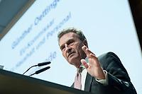 """04 DEZ 2017, BERLIN/GERMANY:<br /> Guenther Oettinger, CDU, EU-Kommissar fuer Haushalt und Personal, haelt eine Rede, Europäischer Abend """"Europäische Solidarität: Was darf's kosten?"""", dbb beamtenbund und tarifunion, dbb Atrium<br /> IMAGE: 20171204-01-088<br /> KEYWORDS: Europaeischer Abend, Günther Öttinger"""