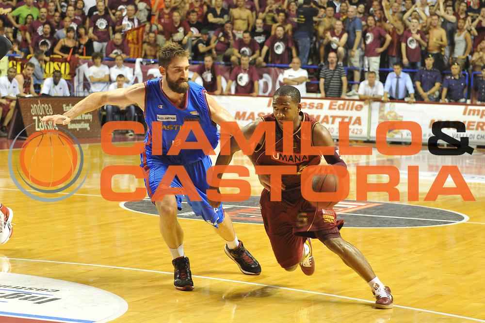 DESCRIZIONE : Venezia Lega Basket A2 2010-11 Playoff Finale Gara 3 Umana Reyer Fastweb Casale Monferrato<br /> GIOCATORE : Keydren Clark<br /> CATEGORIA : Palleggio<br /> SQUADRA : Umana Reyer Fastweb Casale Monferrarto<br /> EVENTO : Campionato Lega A2 2010-2011<br /> GARA : Umana Reyer Venezia Fastweb Casale Monferrato<br /> DATA : 17/06/2011<br /> SPORT : Pallacanestro <br /> AUTORE : Agenzia Ciamillo-Castoria/M.Gregolin<br /> Galleria : Lega Basket A2 2010-2011 <br /> Fotonotizia : Venezia Lega Basket A2 2010-11 Playoff Finale Gara 3 Umana Reyer Venezia Fastweb Casale Monferrato<br /> Predefinita :