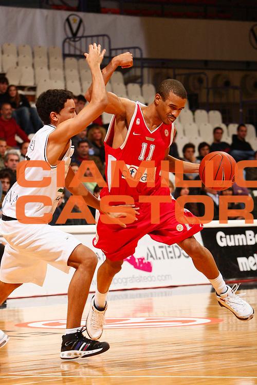 DESCRIZIONE : Bologna Eurolega 2007-08 VidiVici Virtus Bologna Olympiacos Pireo <br /> GIOCATORE : Lynn Greer <br /> SQUADRA : Olympiacos Pireo <br /> EVENTO : Eurolega 2007-2008 <br /> GARA : VidiVici Virtus Bologna Olympiacos Pireo <br /> DATA : 03/01/2008 <br /> CATEGORIA : Palleggio <br /> SPORT : Pallacanestro <br /> AUTORE : Agenzia Ciamillo-Castoria/S.Silvestri