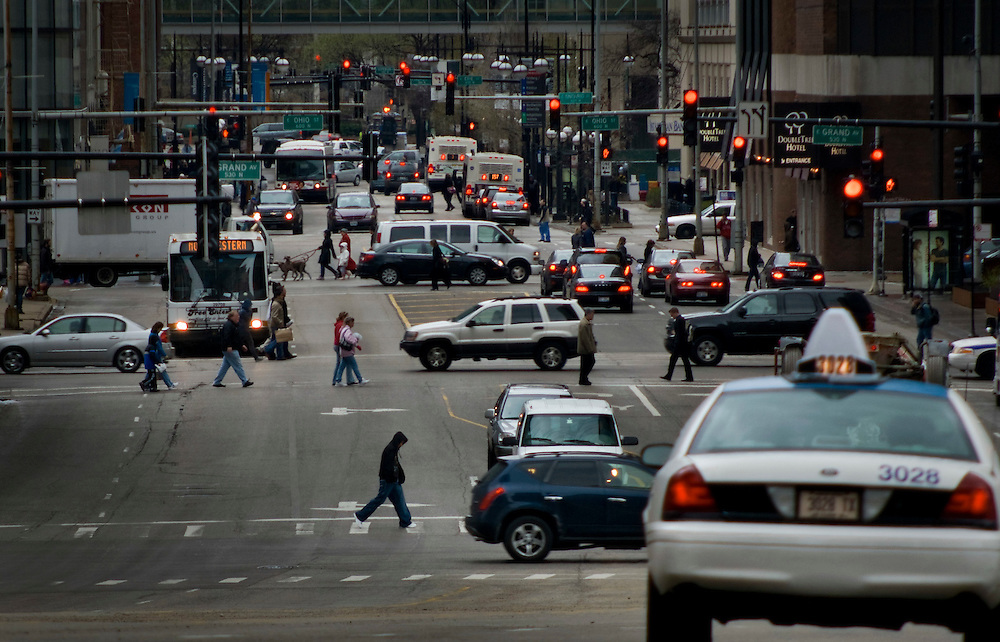 Traffic and pedestrians on North Columbus Drive, Chicago<br /> <br /> Green Chicago..Photographer: Chris Maluszynski /MOMENT