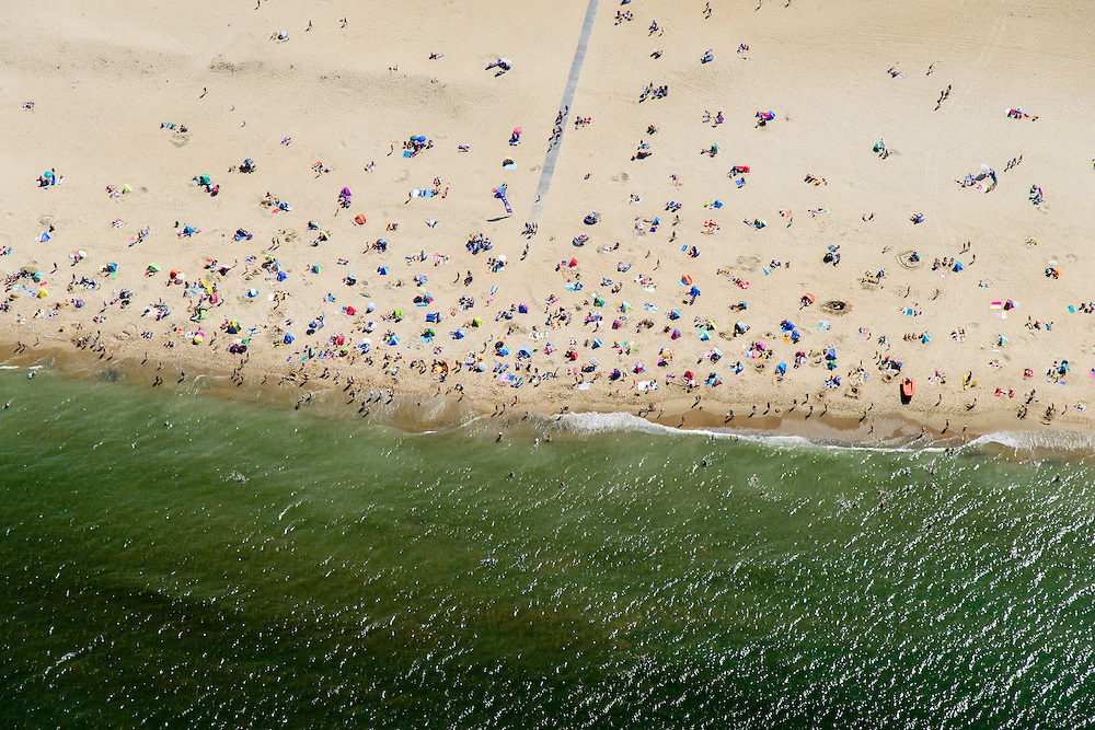 Nederland, Noord-Holland, Texel, 05-08-2014; De Koog, Noordzeestrand met badgasten, <br /> North Sea beach with bathers.<br /> luchtfoto (toeslag op standard tarieven);<br /> aerial photo (additional fee required);<br /> copyright foto/photo Siebe Swart