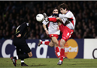 FOOTBALL - CHAMPIONS LEAGUE 2004/2005 - 1/8 FINAL - 2ND LEG - OLYMPIQUE LYONNAIS v WERDER BREMEN - 08/03/2005 - JUNINHO (LYON) / PAUL STALTERI (WER) -  PHOTO GUY JEFFROY /Digitalsport