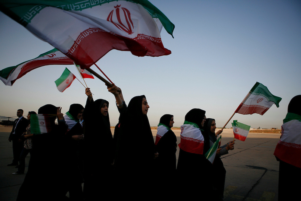The Iranian community in Lebanon came to the airport to welcome the arrival of their president, Mahmoud Ahmadinejad.