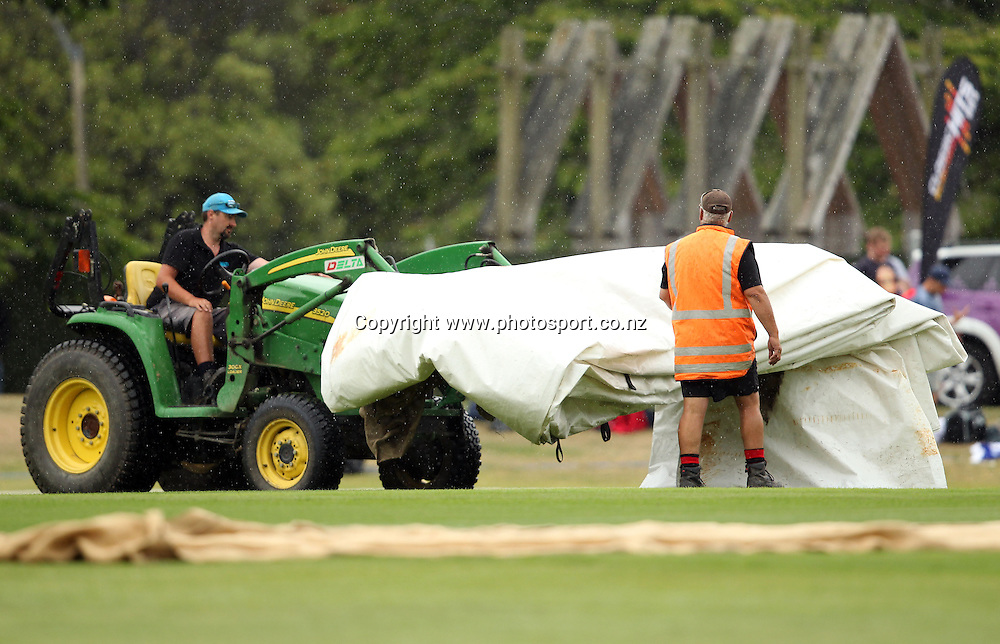 Groundsmen bring on the covers to the University Oval due to rain.<br /> Twenty20 Cricket - HRV Cup, Otago Volts v Northern Knights, 29 December 2011, University Oval, Dunedin, New Zealand.<br /> Photo: Rob Jefferies/PHOTOSPORT