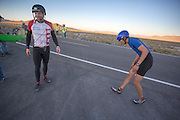 Larry Lem moet bijkomen na het rijden van het tandemrecord op de derde racedag van het WHPSC. In de buurt van Battle Mountain, Nevada, strijden van 10 tot en met 15 september 2012 verschillende teams om het wereldrecord fietsen tijdens de World Human Powered Speed Challenge. Het huidige record is 133 km/h.<br />