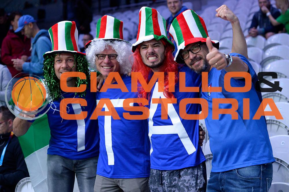 DESCRIZIONE : Lille Eurobasket 2015 Ottavi di Finale Eight Finals Israele Italia Israel Italy<br /> GIOCATORE : tifosi<br /> CATEGORIA : tifosi<br /> SQUADRA : Italia Italy<br /> EVENTO : Eurobasket 2015 <br /> GARA : Israele Italia Israel Italy<br /> DATA : 13/09/2015 <br /> SPORT : Pallacanestro <br /> AUTORE : Agenzia Ciamillo-Castoria/Max.Ceretti<br /> Galleria : Eurobasket 2015 <br /> Fotonotizia : Lille Eurobasket 2015 Ottavi di Finale Eight Finals Israele Italia Israel Italy