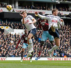 West Ham's Cheikhou Kouyate scores a goal - Photo mandatory by-line: Mitchell Gunn/JMP - Mobile: 07966 386802 - 22/02/2015 - SPORT - football - London - White Hart Lane - Tottenham Hotspur v West Ham United - Barclays Premier League