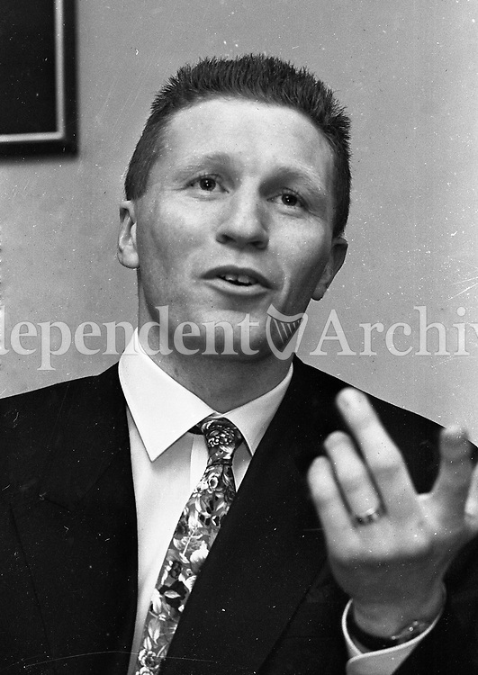 Boxer Steve Collins at a press conference at Dublin Airport, 02/04/1990 (Part of the Independent Newspapers Ireland/NLI Collection).