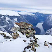 The cairn on Bakkanosi in November with the first snow.