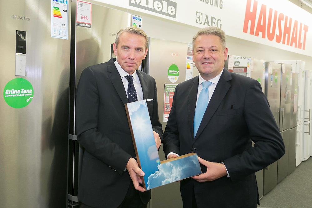 "BM Andrä Rupprechter besucht den ""Klimaaktiv-Partner"" Media Markt Wien Mitte. Ditmar Krusenbaum (CEO / Geschäftsführung Media Markt Österreich), HBM Andrä Rupprechter."