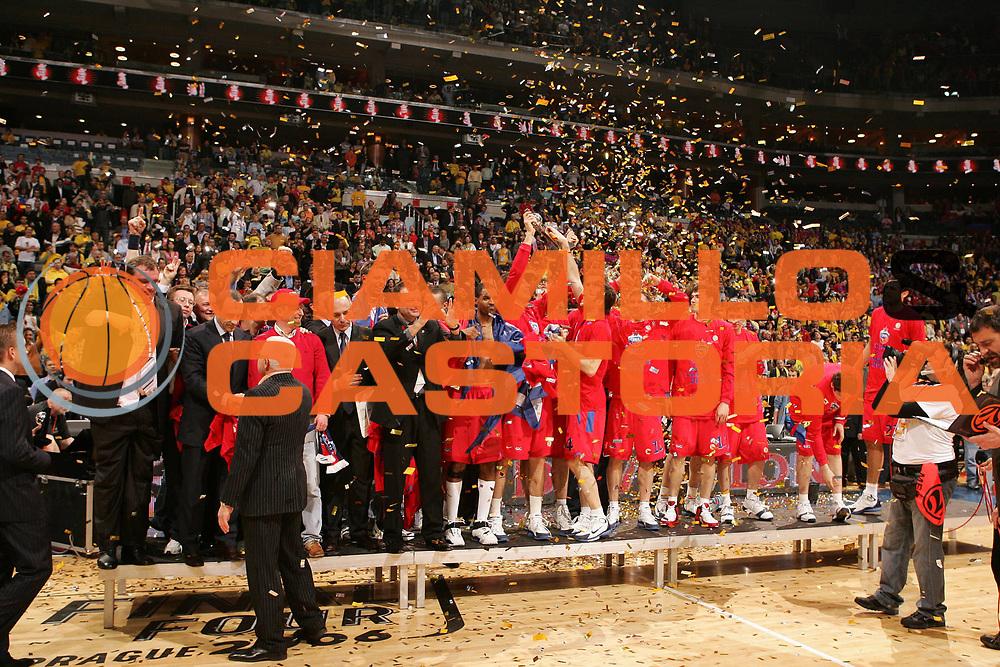DESCRIZIONE : Praga Eurolega 2005-06 Final Four Finale 1-2 Posto Cska Mosca Maccabi Tel Aviv <br /> GIOCATORE : Team Cska Mosca <br /> SQUADRA : Cska Mosca <br /> EVENTO : Eurolega 2005-2006 Final Four Finale 1-2 Posto <br /> GARA : Cska Mosca Maccabi Tel Aviv <br /> DATA : 30/04/2006 <br /> CATEGORIA : Esultanza <br /> SPORT : Pallacanestro <br /> AUTORE : Agenzia Ciamillo-Castoria/E.Castoria