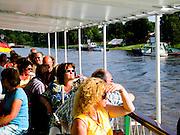 Schaufelraddampfer Weiße Flotte  auf der Elbe, Passagier an Deck, Dresden, Sachsen, Deutschland.|.paddle wheel steamer on river Elbe, passengers on deck, Dresden, Germany