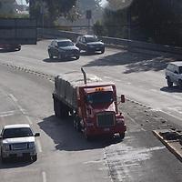 LERMA, México.- (Octubre 10, 2017).- 10 camiones cargados de cemento, varilla, laminas y tinacos, se dirigieron a los municipios de Tenancingo y Malinalco para dejar la ayuda enviada por el municipio de Tecámac a los damnificados por el sismo del pasado 10 de septiembre. Agencia MVT / Crisanta Espinosa.