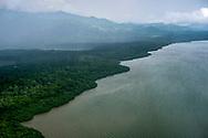 Vista aerea de la costa del Golfo de San Miguel, Provincia de Darien,  Océano Pacífico de Panamá.   El golfo de San Miguel es el estuario más grande de Panamá, con una extensión de unos 1,760 km2.