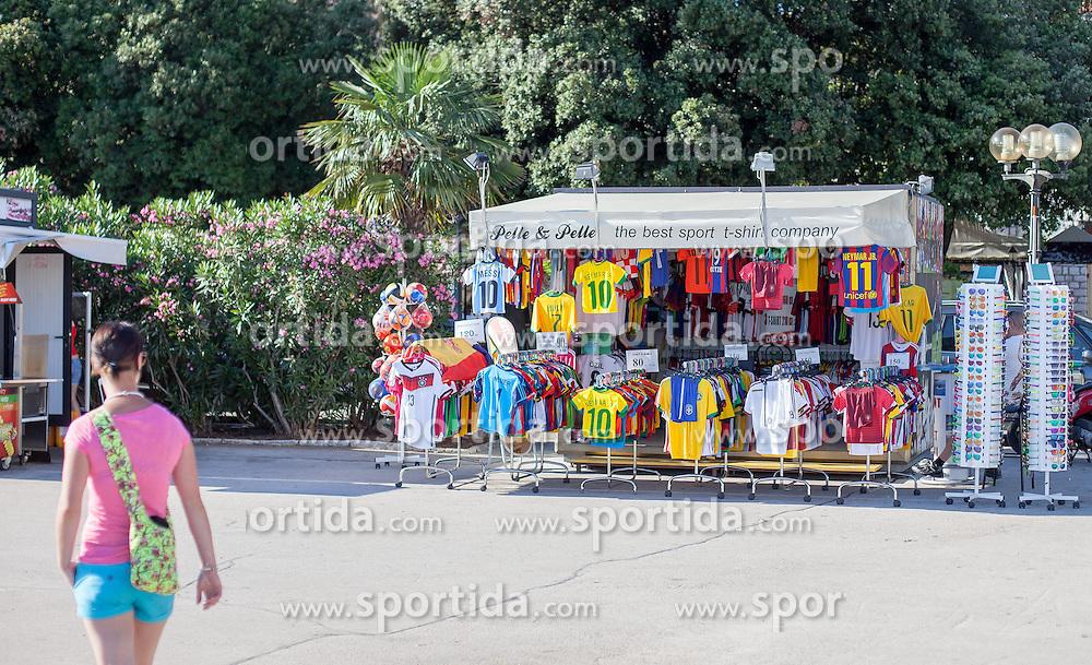 THEMENBILD - URLAUB IN KROATIEN, ein Verkaufsstand mit Fussballtrikots, aufgenommen am 01.07.2014 in Porec, Kroatien // a sales booth with Football Jerseys in Porec, Croatia on 2014/07/01. EXPA Pictures © 2014, PhotoCredit: EXPA/ JFK