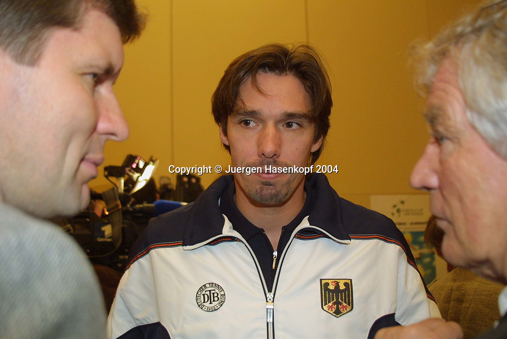 Davis Cup Captain Michael Stich Davis Cup in Zagreb, Kroatien gegen Deutschand in der Dom Sportova Halle vom 08. bis 10.Februar 2002. Auslosung, Captain Michael Stich bei der Pressekonferenz, 07.02.2002.<br /> <br /> Tennis - Davis Cup 2002 - ITF Davis Cup -   Dom Sportova Halle - Zagreb -  - Croatia - 21 October 2004. <br /> &copy; Juergen Hasenkopf