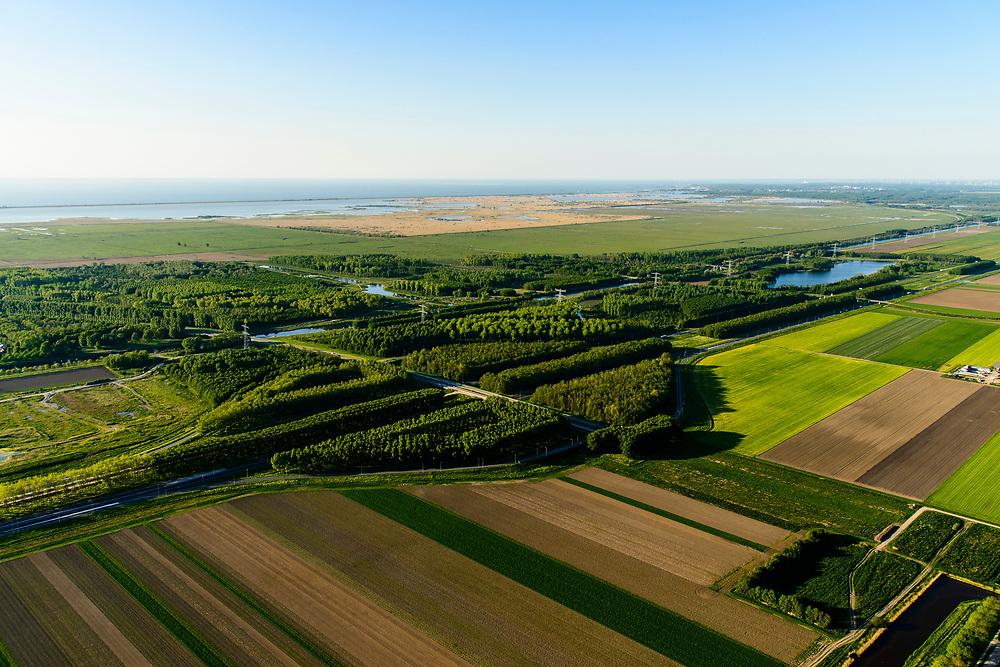 Nederland, Flevoland, Almere, 07-05-2018; A6 met afslag Almere-Buiten Oost, N 702, Buitenring, landschapsontwerp van de beplanting.<br /> Landscape design of the planting, Eastern Flevoland.<br /> luchtfoto (toeslag op standard tarieven);<br /> aerial photo (additional fee required);<br /> copyright foto/photo Siebe Swart