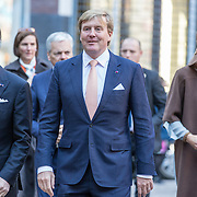 NLD/Amsterdam/20161128 - Belgisch Koningspaar start staatsbezoek aan Nederland, Koning Filip met koning Willem alexander en Koningin Maxima