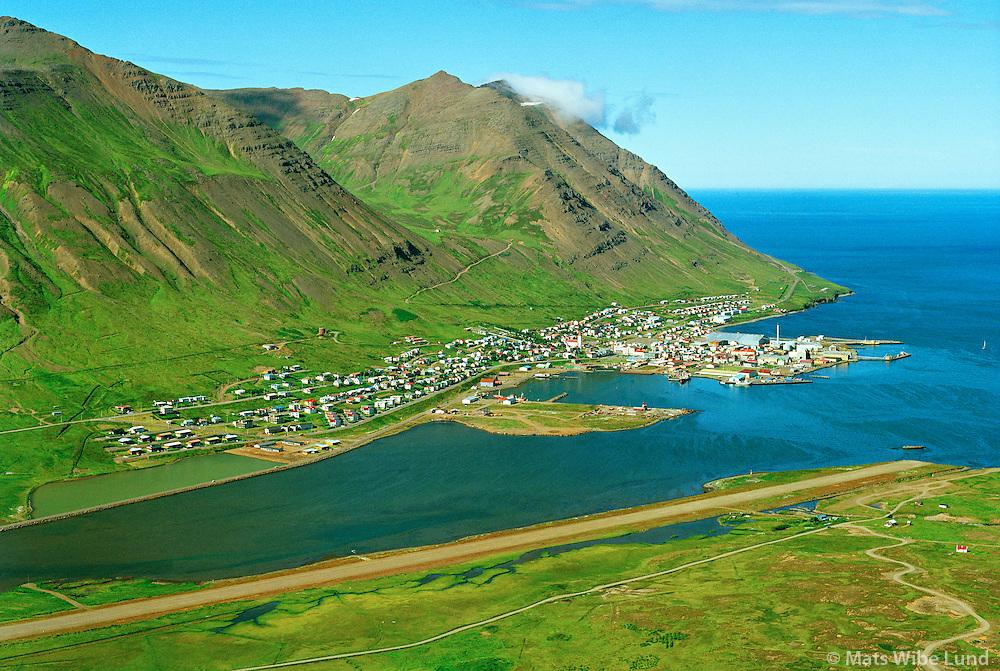 Siglufjörður séð til norðvesturs, Neðriskúta eyðibýli fremst t.h.  Fjallabyggð  /  Siglufjordur viewing northwest, Nedriskuta deserted farm right in foreground. Fjallabyggd.
