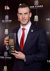 CARDIFF, WALES - Thursday, March 21, 2019: Wales' Gareth Bale with the Players' Player of the Year Award during the Football Association of Wales Awards 2019 at the Hensol Castle. (Pic by David Rawcliffe/Propaganda)