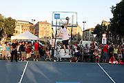 DESCRIZIONE : Milano Invasione degli Ultracanestri Piazza Cairoli Nazionale Italiana Uomini<br /> GIOCATORE : tifosi<br /> SQUADRA : Nazionale Italiana Uomini Italia<br /> EVENTO : Milano Invasione degli Ultracanestri Piazza Cairoli Nazionale Italiana Uomini<br /> GARA : <br /> DATA : 18/07/2007 <br /> CATEGORIA : Ritratto<br /> SPORT : Pallacanestro <br /> AUTORE : Agenzia Ciamillo-Castoria<br /> Galleria : Fip Nazionali 2007<br /> Fotonotizia : Milano Invasione degli Ultracanestri Piazza Cairoli Nazionale Italiana Uomini<br /> Predefinita :