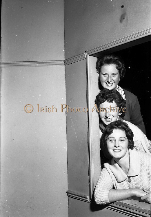 "26/05/1962<br /> 05/26/1962<br /> 26 May 1962<br /> Rehersal in Gael-Linn's Damer theatre in preparation for first ever review ""Damertásibh"", due to open on the 30th May. In a addition to ""Tontoletto"" a short play by Micheal Mac Liammóir, there were sketches by Niall Toibín;  Eoghan O Tuairisc; Sean O Riada and Tomas Mac Anna, dealing with subjects like the ""Playboy Movie"", Telefis Eireann, Lord Nelson and the Gael Linn Newsreel of 2062. Music was by Peadar O Briain and production was by Tomas Mac Anna. Picture shows from top~: Deirdre Ní Dheasuin; Nuala Ní Dhomhnaill and Treasa Ní Dhiorain who appeared in the review Ilshiamsa an Damer."