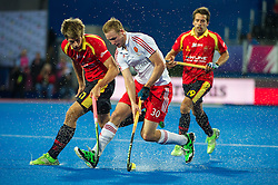 England's David Ames is watched by Albert Beltran of Spain. England v Spain - Unibet EuroHockey Championships, Lee Valley Hockey & Tennis Centre, London, UK on 25 August 2015. Photo: Simon Parker