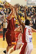 DESCRIZIONE : Roma Lega A 2011-12 Acea Virtus Roma Scavolini Siviglia Pesaro<br /> GIOCATORE : Marco Mordente<br /> CATEGORIA : passaggio penetrazione<br /> SQUADRA : Acea Virtus Roma <br /> EVENTO : Campionato Lega A 2011-2012<br /> GARA : Acea Virtus Roma Scavolini Siviglia Pesaro<br /> DATA : 11/01/2012<br /> SPORT : Pallacanestro<br /> AUTORE : Agenzia Ciamillo-Castoria/GiulioCiamillo<br /> Galleria : Lega Basket A 2011-2012<br /> Fotonotizia : Roma Lega A 2011-12 Acea Virtus Roma Scavolini Siviglia Pesaro<br /> Predefinita :