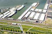 Nederland, Zuid-Holland, Rotterdam, 10-06-2015; Bospolder met Hudsonstraat (onder in beeld) en Vierhavensstraat, IJselhaven en Lekhaven. In de voorgrond het Dakpark, voormalig rangeerterrein, nu park bovenop winkelboulevard (Bigshops Dakpark).<br /> Dakpark (roof park), former yard, now park on top of shopping boulevard. Old harbours.<br /> luchtfoto (toeslag op standard tarieven);<br /> aerial photo (additional fee required);<br /> copyright foto/photo Siebe Swart