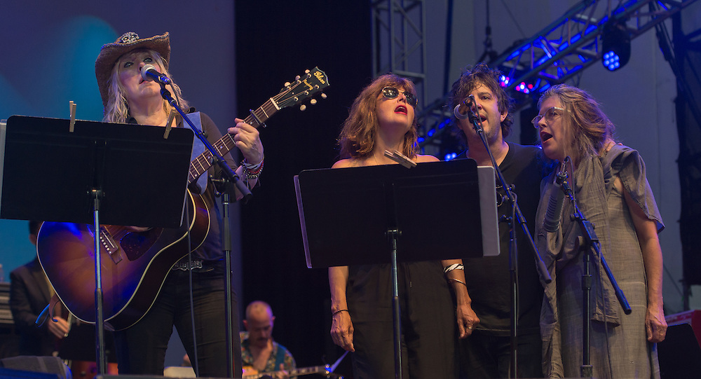 Lucinda Williams, Jenni Muldaur, Harper Simon, Victoria Williams