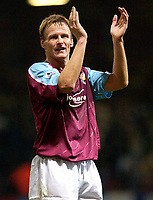 Photo: Daniel Hambury.<br />West Ham Utd v West Bromwich Albion. The Barclays Premiership. 05/11/2005.<br />West Ham's match winner, Teddy Sheringham applauds the fans at the end of the game.