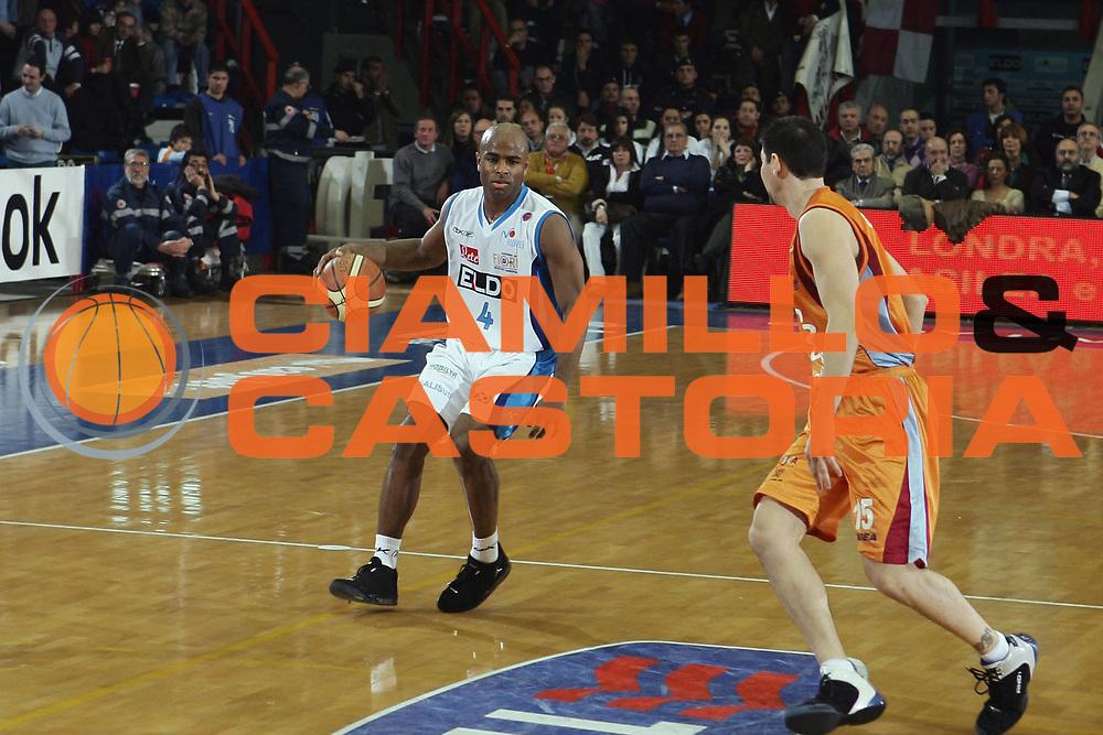DESCRIZIONE : Napoli Lega A1 2007-08 Eldo Napoli Solsonica Rieti<br /> GIOCATORE : Chris Monroe<br /> SQUADRA : Eldo Napoli<br /> EVENTO : Campionato Lega A1 2007-2008 <br /> GARA : Eldo Napoli Solsonica Rieti<br /> DATA : 22/03/2008<br /> CATEGORIA : Palleggio<br /> SPORT : Pallacanestro <br /> AUTORE : Agenzia Ciamillo-Castoria/A.De Lise