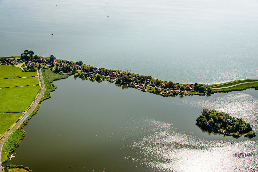 Nederland, Noord-Holland, Amsterdam, 05-08-2014; Uitdam en Uitdammer Die. Waterlandse Zeedijk (Uitdammerdijk) en IJsselmeer, Waterland.<br /> Waterland with (former) seawalll, near Amsterdam. IJssel lake.<br /> luchtfoto (toeslag op standard tarieven);<br /> aerial photo (additional fee required);<br /> copyright foto/photo Siebe Swart