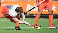 WAALWIJK -  RABO SUPER SERIE. strafcorner Seve van Ass (Ned) tijdens  de hockeyinterland heren  Nederland-India,  ter voorbereiding van het EK,  dat vrijdag 18/8 begint.  COPYRIGHT KOEN SUYK