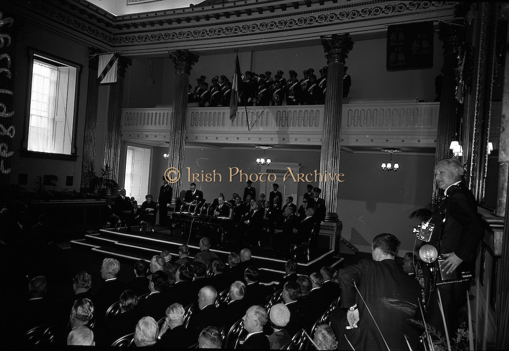 Inauguration of Eamon de Valera as President. De Valera takes the oath of office administered by the Chief Justice, Cearbhaill O'Dalaigh, An Taoiseach Seán Lemass and members of the government.<br /> 25.06.1966