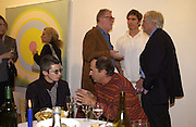 John Hoyland, Marcele Theroux, Kenneth Noland, Jane Clarke and Paul Theroux. Kenneth Nolan private view at Bernard Jacobson Gallery. London. 4 October 2001. © Copyright Photograph by Dafydd Jones 66 Stockwell Park Rd. London SW9 0DA Tel 020 7733 0108 www.dafjones.com