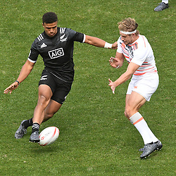 Action from the day two match, New Zealand vs England at the 2017 HSBC World Sevens Series Wellington, Westpac Stadium in Wellington, New Zealand on Sunday, 29 January 2017. Photo: Kerry Marshall / lintottphoto.co.nz
