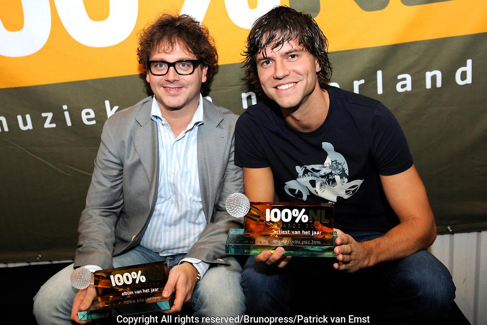 100 procent NL Awards 2010 in de studio van 100procent NL.<br /> <br /> Op de foto: Nick Schilder en Guus Meeuwis