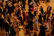 SCOTTISH DANCING, 2009 Royal Caledonian Ball in aid of various Scottish charities , Great Room, Grosvenor House. London. 1 May 2009.