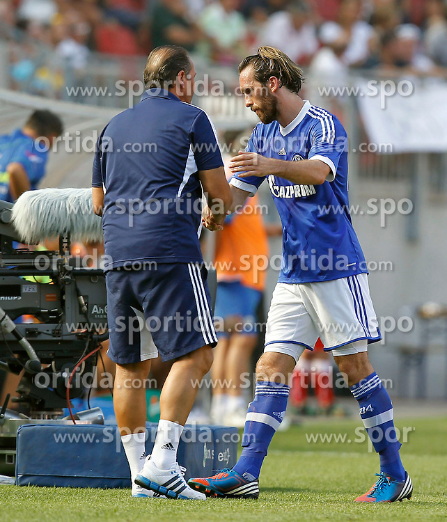 05.08.2012, Woerthersee Arena, Klagenfurt, AUT, Testspiel, FC Schalke 04 vs Udinese Calcio, im Bild Huub Stevens (Trainer Schalke 04) und Christian Fuchs (Schalke 04) // during Friendly Match between FC Schalke 04 and Udinese Calcio at the Woerthersee Arena, Klagenfurt, Austria on 2012/08/05. EXPA Pictures © 2012, PhotoCredit: EXPA/ Oskar Hoeher.