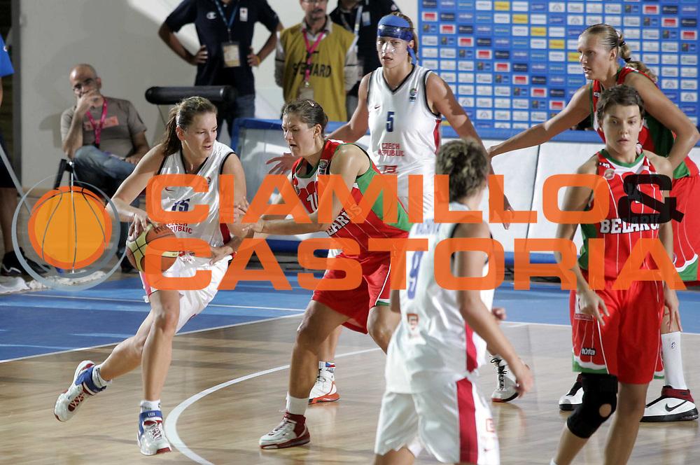 DESCRIZIONE : Chieti Italy Italia Eurobasket Women 2007 <br /> Quarti di finale Repubblica Ceca Bielorussia Czech Republic Belarus<br /> GIOCATORE : Eva Viteckova<br /> SQUADRA : Repubblica Ceca Czech Republic<br /> EVENTO : Eurobasket Women 2007 Campionati Europei Donne 2007 <br /> GARA : Repubblica Ceca Bielorussia Czech Republic Belarus<br /> DATA : 04/10/2007 <br /> CATEGORIA : Palleggio<br /> SPORT : Pallacanestro <br /> AUTORE : Agenzia Ciamillo-Castoria/H.Bellenger<br /> Galleria : Eurobasket Women 2007 <br /> Fotonotizia : Chieti Italy Italia Eurobasket Women 2007 Quarti di finale Repubblica Ceca Bielorussia Czech Republic Belarus<br /> Predefinita :