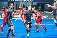 BHUBANESWAR, INDIA -  Jeroen Hertzberger (Ned) en links Valentin Verga (Ned) protesteren  tijdens de  finale tussen België en Nederland bij het WK Hockey heren in het Kalinga Stadion. COPYRIGHT KOEN SUYK