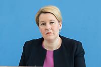 """09 APR 2020, BERLIN/GERMANY:<br /> Franziska Giffey, SPD, Bundesfamilienministerin, Pressekonferenz """"Unterrichtung der Bundesregierung zur Bekämpfung des Coronavirus"""", Bundespressekonferenz<br /> IMAGE: 20200409-01-041<br /> KEYWORDS: BPK"""