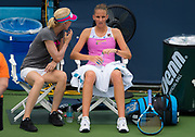 Rennae Stubbs coaches Karolina Pliskova during her second-round match at the 2018 Western and Southern Open WTA Premier 5 tennis tournament, Cincinnati, Ohio, USA, on August 15th 2018 - Photo Rob Prange / SpainProSportsImages / DPPI / ProSportsImages / DPPI