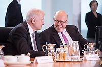 14 MAR 2018, BERLIN/GERMANY:<br /> Horst Seehofer (L), CSU, Bundesminister des Innern, fuer Bau und Heimat, Peter Altmaier (R), MdB, Bundesminister fuer Wirtschaft und Energie, im Gespraech, vor Beginn der ersten Sitzung des Kabinetts Merkel IV, Kabinettsaal, Bundeskanzleramt<br /> IMAGE: 20180314-02-001<br /> KEYWORDS: Kabinett, Kabinettsitzung, Sitzung,, neues Kabinett, Gespr&auml;ch